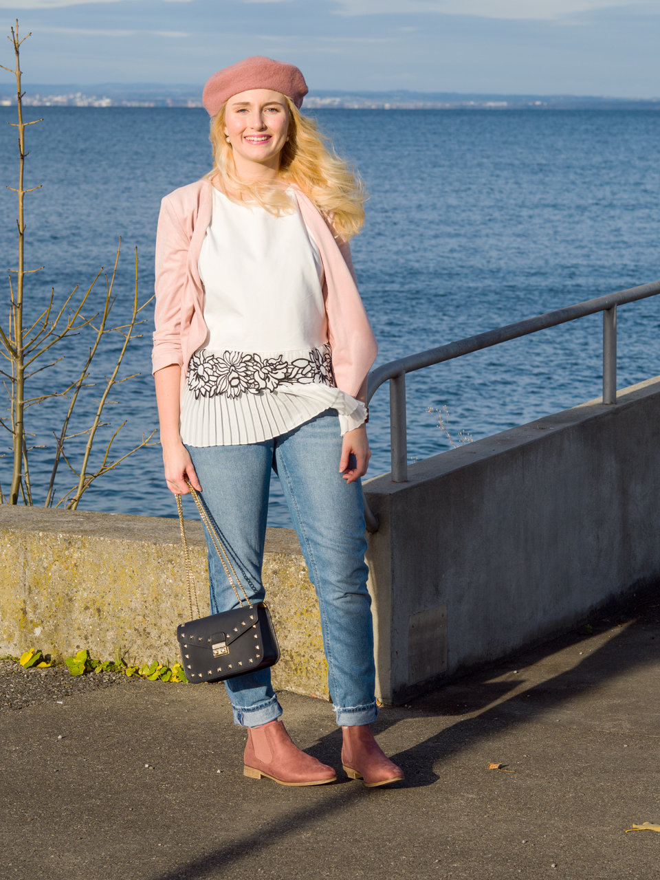 Alltagsoutfit mit Rosa Chelsea Boots