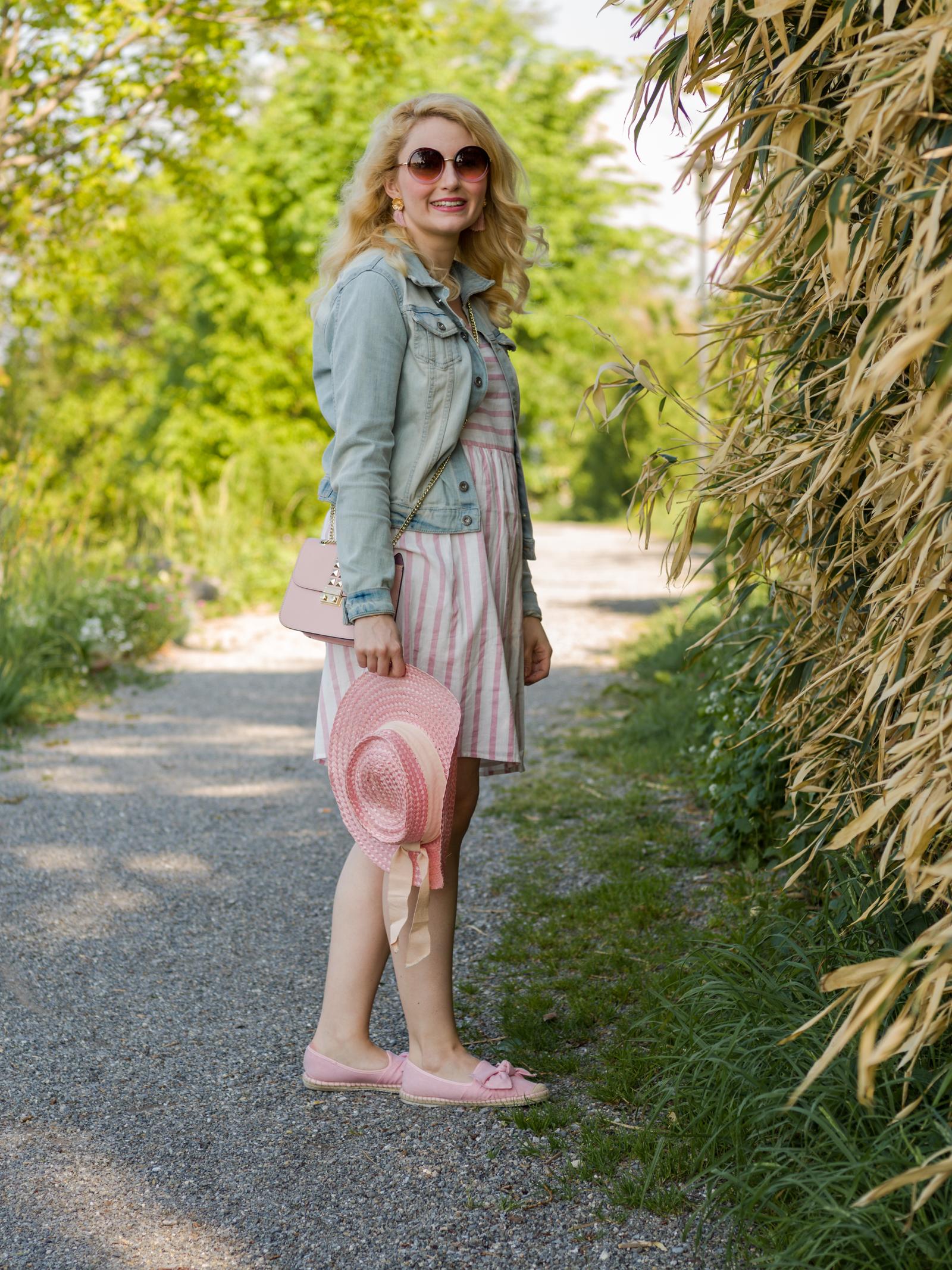 Country Style mit gestreiftem Kleid