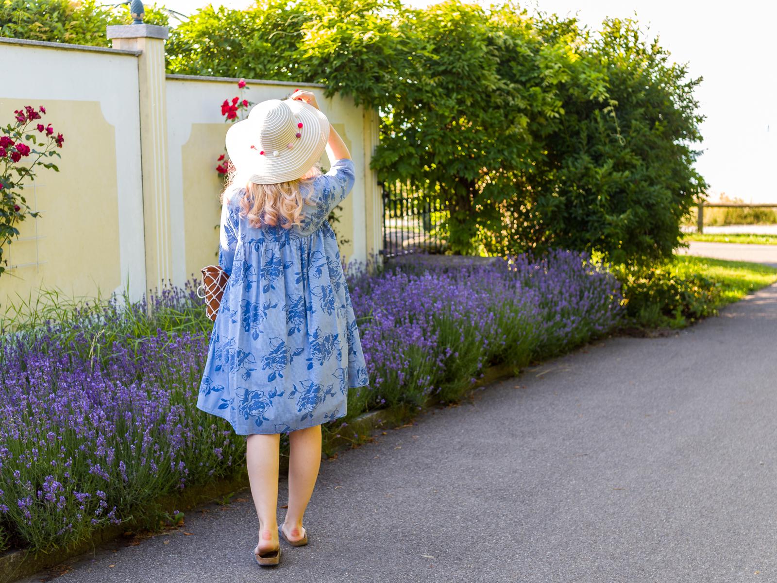 Sommerkleid im Flieder